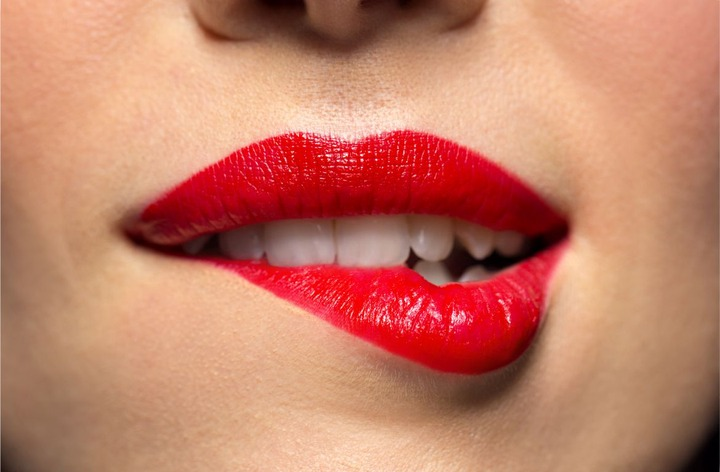 What a Lady Means When She Bites Her Lower Lip While Looking at You -  Lumbasi Daily