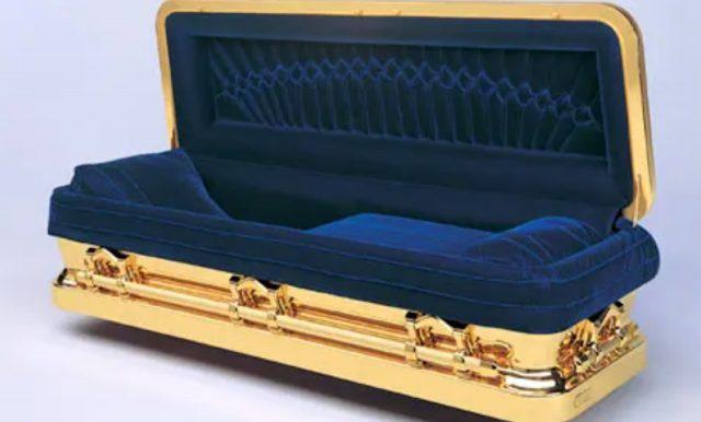 Michael Jackson coffin (Image: Rex Features)