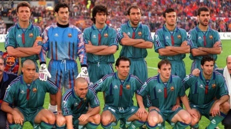 With Van Gall as coach, the culé cast began to innovate designs in the substitute shirts.  Source: Getty Images