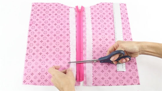 How to Sew an Invisible Zipper (with Pictures) - wikiHow