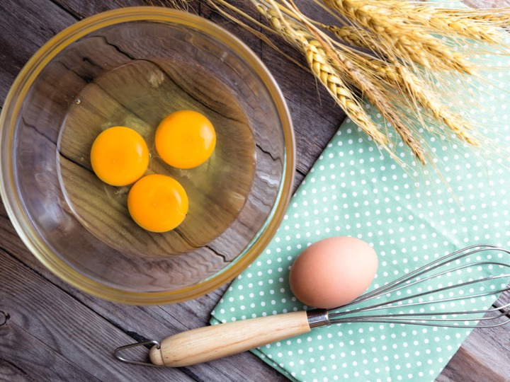 Eating Raw Eggs: How Safe is it to Consume Raw Eggs? | Disadvantages of Eating  Raw Eggs