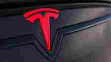 Tak Sengaja Pencet Tombol Autopilot, Pria Ini Dapat Tagihan Fantastis Dari Tesla