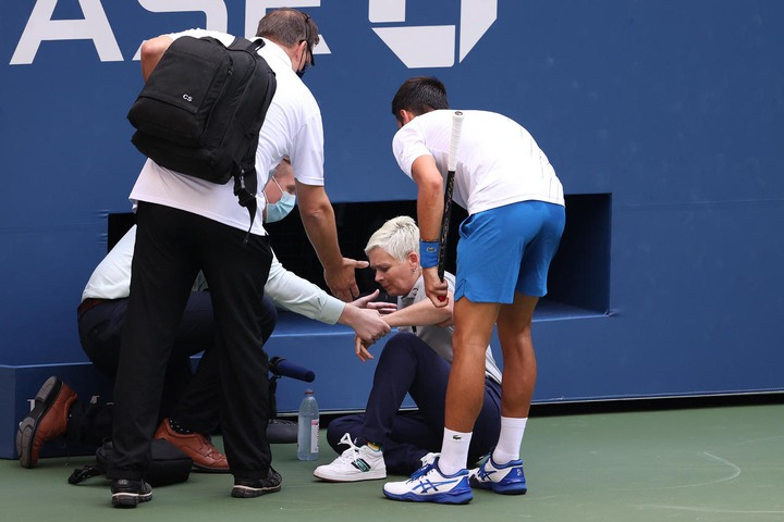 Djokovic Disqualified From Us Open After He Accidentally Hit Judge Line With Ball Fans React Opera News