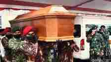 Mertua Presiden ke-6 RI Susilo Bambang Yudhoyono, Sunarti Sri Hadiyah Sarwo Edhie Wibowo meninggal dunia. SBY pun menghadiri pemakaman di Purworejo, Jawa Tengah.