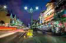 Jalan Malioboro, Yogyakarta DOK. Shutterstock/Jon Chica