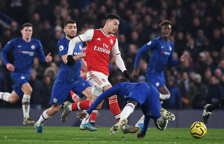 Gabriel Martinelli runs from own half to score for Arsenal v Chelsea as  N'Golo Kante slips | GiveMeSport