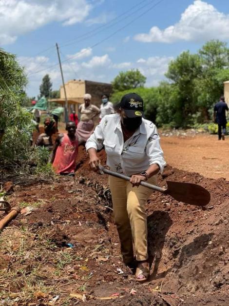 Kirinyaga Woman Representative Wangui Ngirici helps labourers to dig on Monday, September 27.