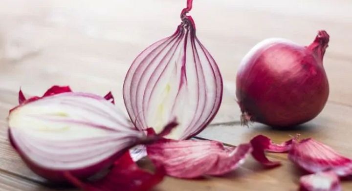 4 reasons why you should apply onion on your face