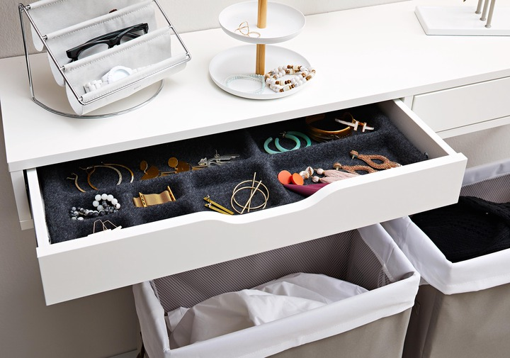 How to Organize Jewelry to Keep Your Favorite Accessories Tangle-Free |  Better Homes & Gardens