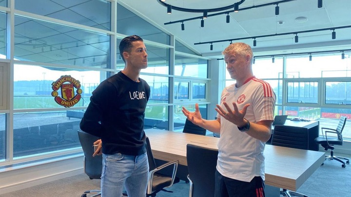 Cristiano Ronaldo returns to Carrington and holds meeting with Manchester  United manager <a class=