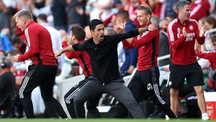 Mikel Arteta celebrates Arsenal's second goal scored by Pierre-Emerick Aubameyang