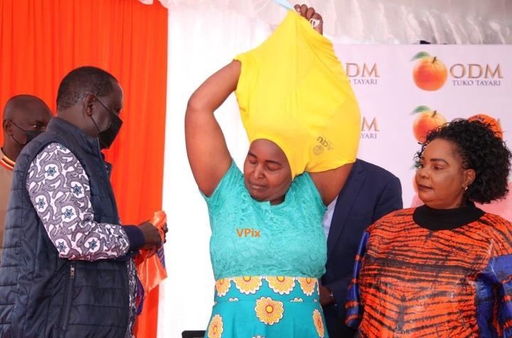 May be an image of 2 people, people standing, indoor and text that says 'DM TAYARI ODM TUKO TAYARI M YARI nD× VPix'