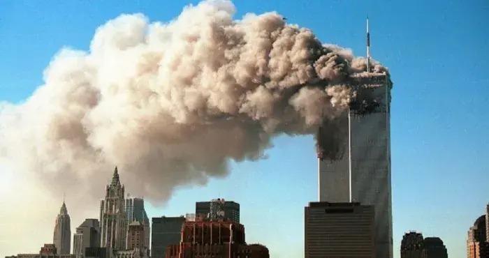 usa-un-avion-percute-un-immeuble-et-provoque-un-incendie