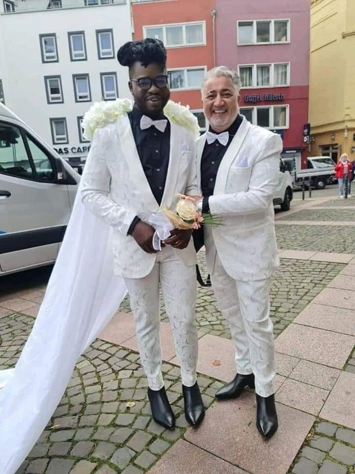 Social media set ablaze as pictures of the white wedding of a Ghanaian Gay emerges (video). 53