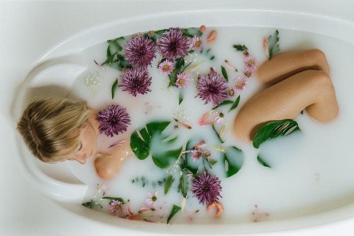 DIY Milk Bath & How To Make It Super Relaxing