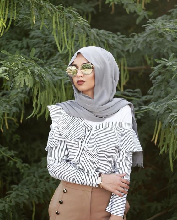 How to wear off shoulder tops as a hijabi - MOOD