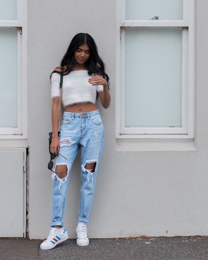 5 of the Most Trendy Ways to Wear Ripped Jeans - Pose & Repeat