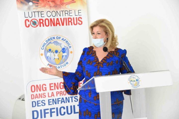 Madame Dominique Ouattara, Présidente de la Fondation Children Of Africa : «La situation difficile que nous vivons, nous demande de redoubler d'efforts pour secourir les plus vulnérables » - Abidjan.net News