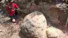 Penampakan batu yang dikeramatkan warga Dukuh Gebangkota, Desa Gebang, Masaran, Sragen, Minggu (19/9/2021). [Solopos-Moh Khodiq Duhri]