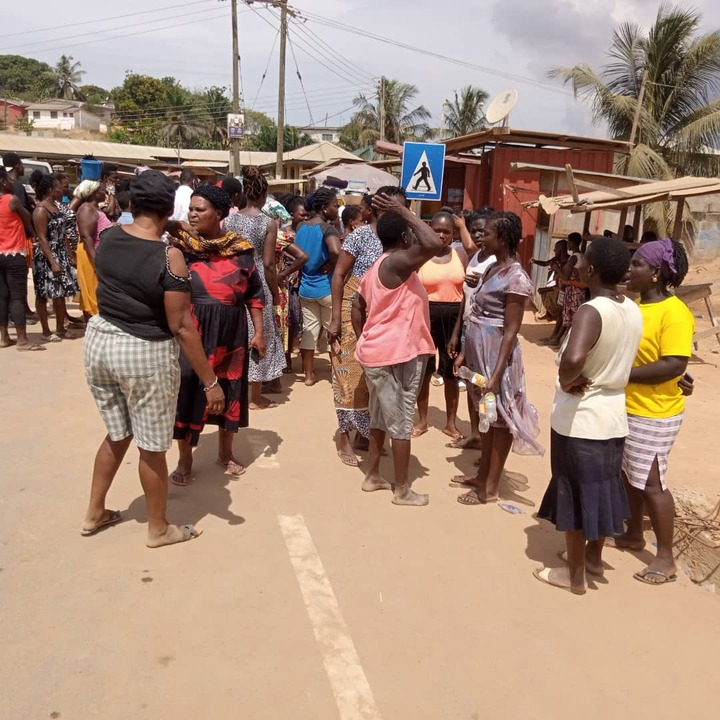 Angry mob chases taxi driver in another kidnap attempt at Takoradi. 55