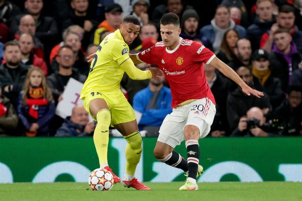 Manchester United star has 'nightmare' half vs Villarreal as Owen  Hargreaves says he 'needs help' - Manchester Evening News