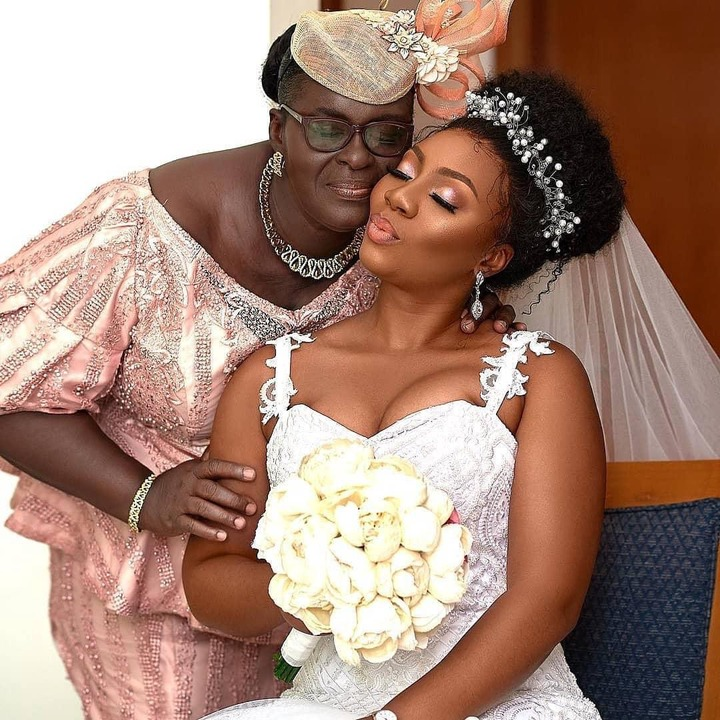 See these beautiful and adorable photos of Brides and their Mothers