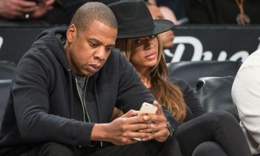 Snooping through your partner's phone might break your relationship