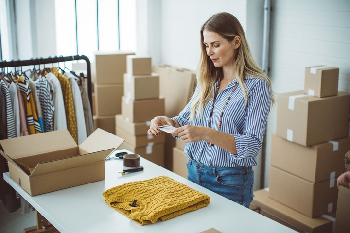 Sell Clothes Online In a Cinch With These 10 Easy Apps