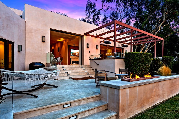 The scenic Malibu retreat combines warm woods, polished concrete, marble and glass across 4,600 square feet.