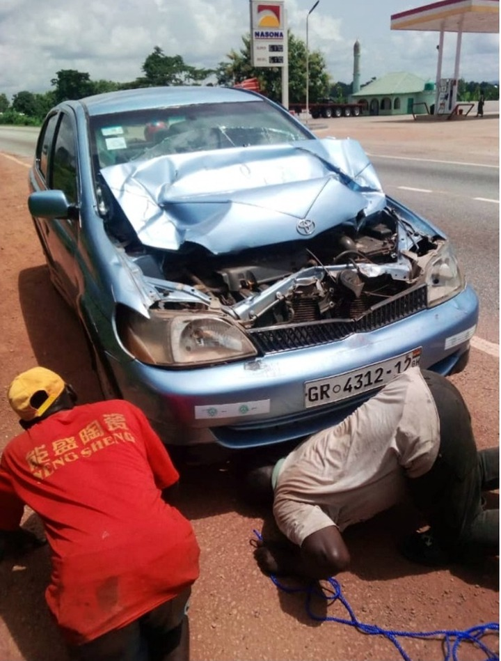 Popular Ghanaian musician, his wife and two children involved in a gory accident on Nkawkaw road 54