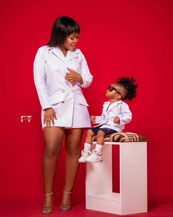 Checkout how pretty strongman's wife and kid slayed in these photos. 3