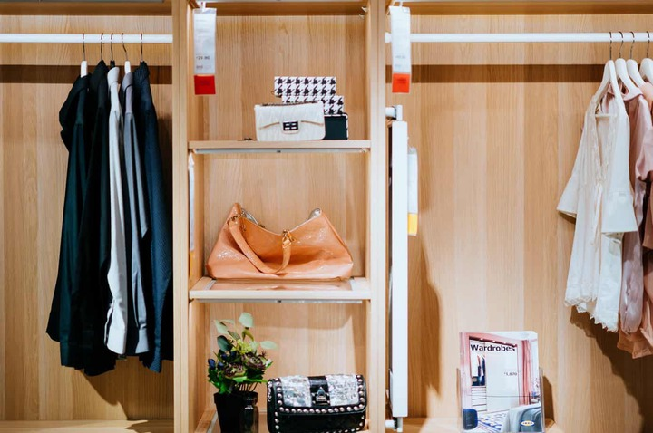 10 Steps to Effortlessly Purge Your Closet - Minimalism Made Simple