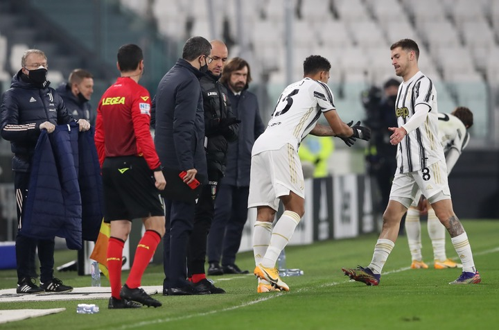 Aaron Ramsey boots water bottle in anger after being taken off 19 minutes  into Juventus defeat to Fiorentina