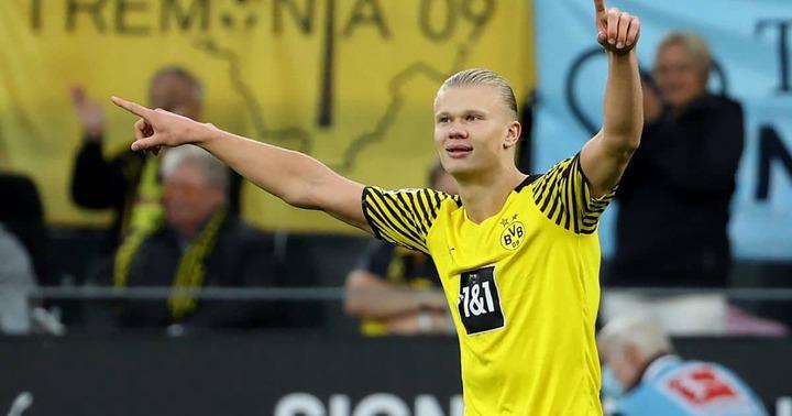 Erling Haaland celebrates scoring v Union Berlin