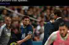 Lionel Messi tampak kesal saat diganti di tengah laga PSG vs Olympique Lyon